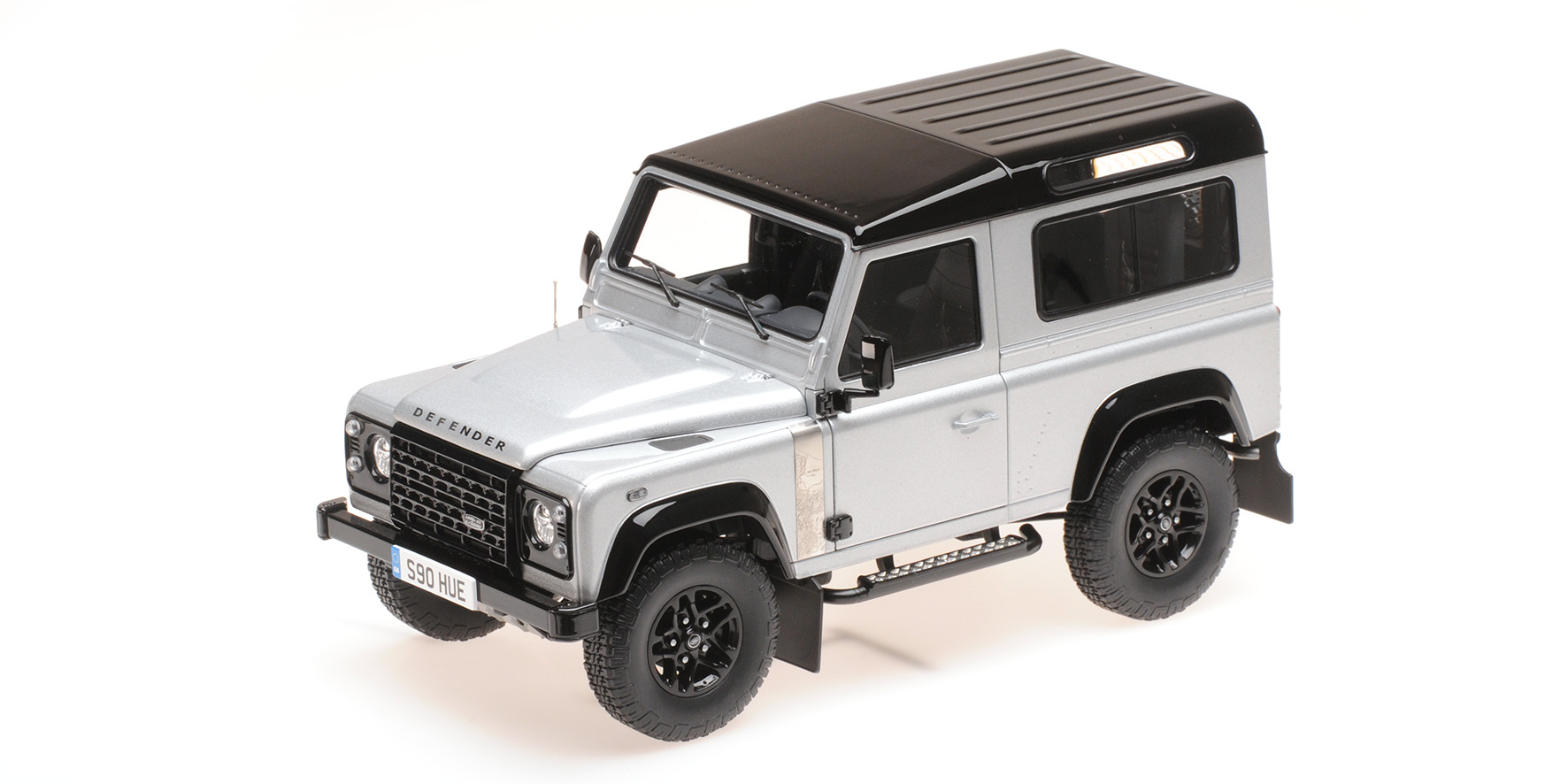 Land Rover Defender 90 2.000.000pcs 2015 Zilver