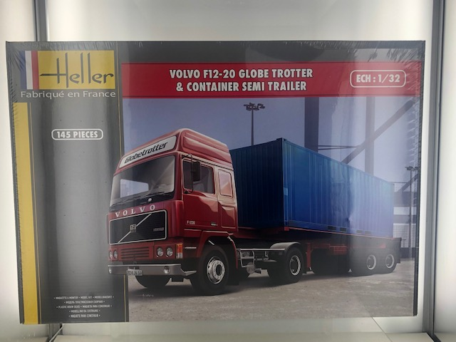 Volvo F12-20 Globetrotter + Container Trailer - 1:32