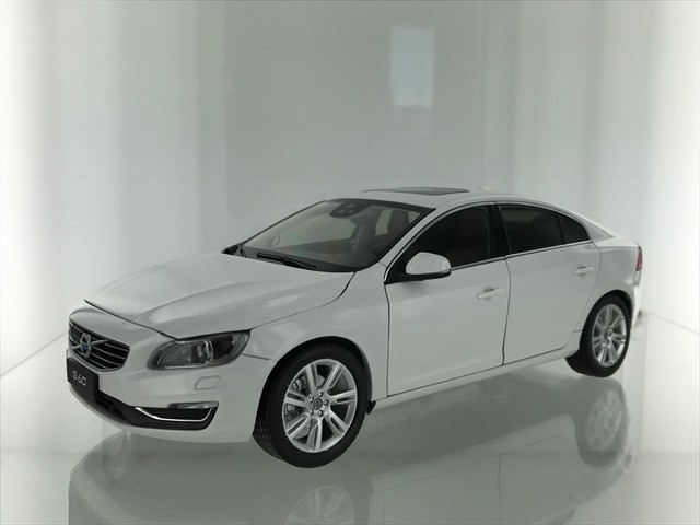 Volvo S60 2015 Crystal Pearl White Metallic