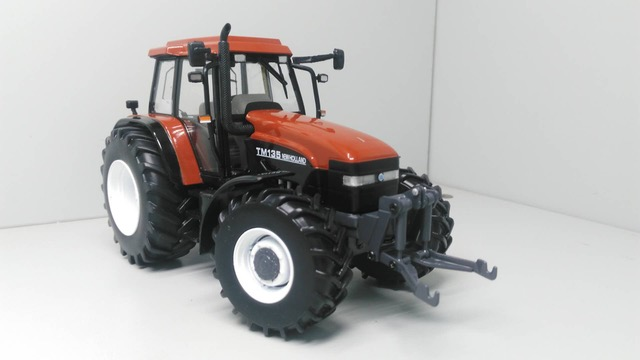 New Holland TM135 Terracotta