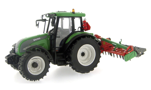 Valtra C met Prosol Power Harrow